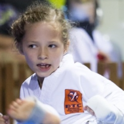 tkd - kids 7plus kick5.jpg