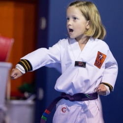 tkd - kids 4to6 horse stance punch12.jpg