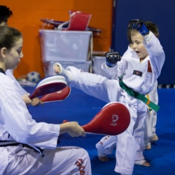 tkd - kid 4to6 pad kick2.jpg